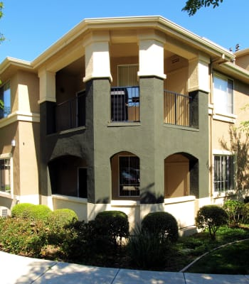 Contemporary exterior of Cross Pointe Apartment Homes in Antioch, California