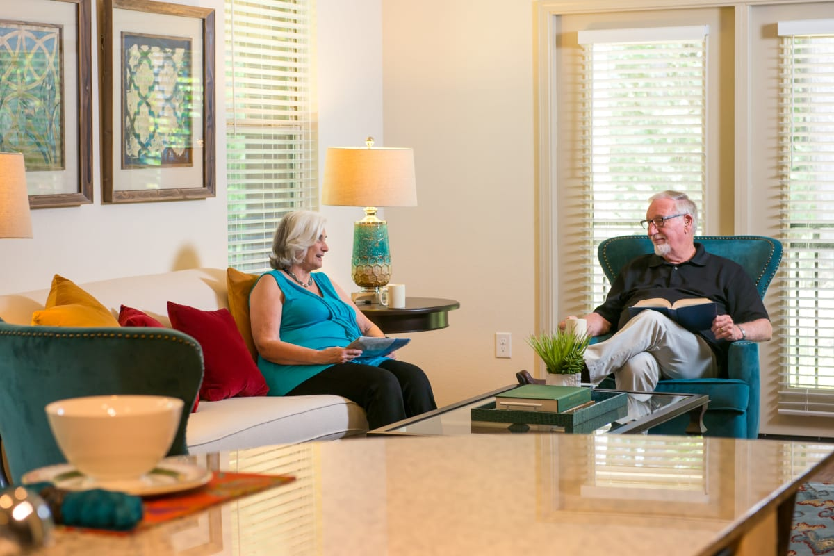 Residents having coffee and chatting in a room at Watercrest at Kingwood in Kingwood, Texas