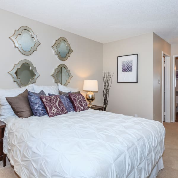 Spacious bedroom at Parcwood Apartments