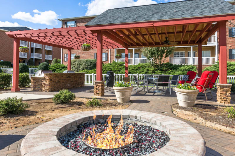 Outdoor fire pit for residents to warm up in on a cold night at Ascend @ 1801 in Charlotte, North Carolina