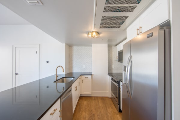 Fully equipped kitchen at Maverick Apartments in San Antonio, Texas