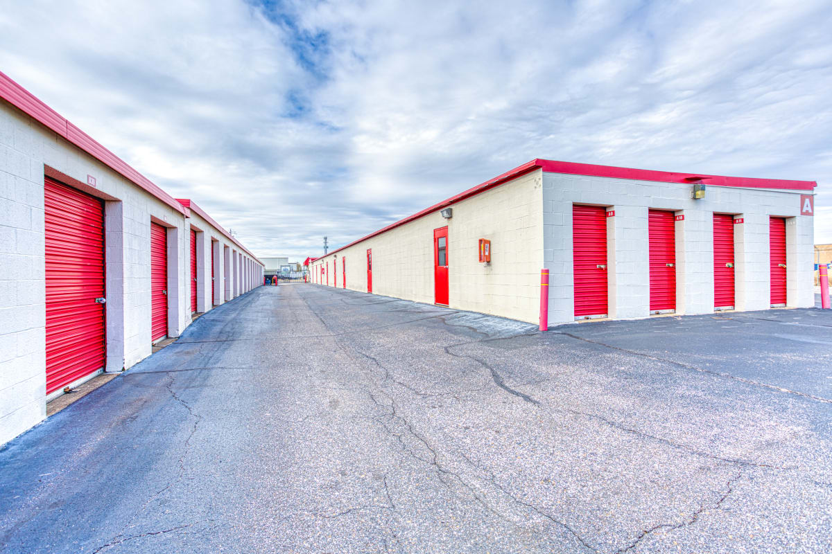 Large open driveways and parking spaces at Devon Self Storage in Memphis, Tennessee