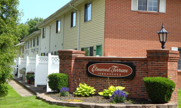 Luxury aparments for rent at Elmwood Terrace Apartments & Townhomes in Rochester, New York