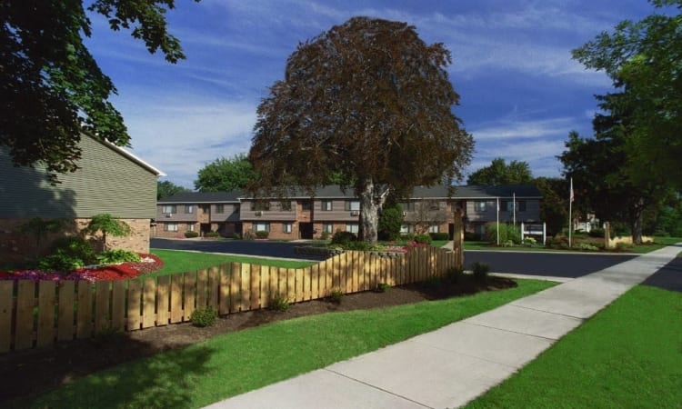 Welcome to Lake Vista Apartments in Rochester, NY
