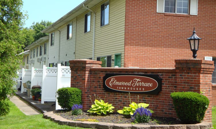 Luxury aparments for rent at Elmwood Terrace Apartments and Townhomes in Rochester, NY