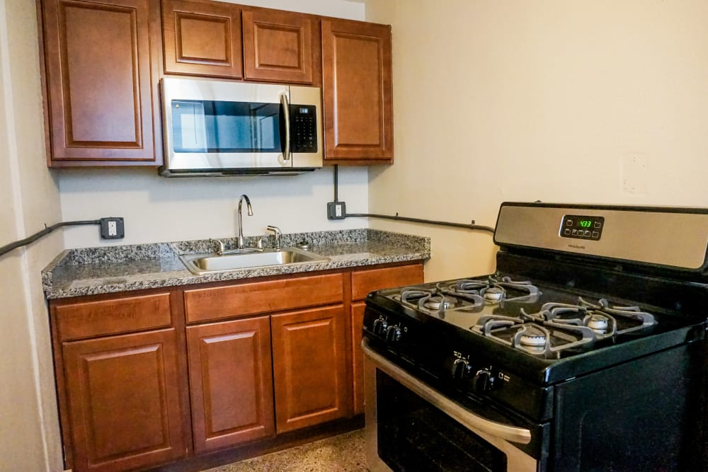 Vibrant kitchen at Ingersoll Flats in Des Moines, Iowa