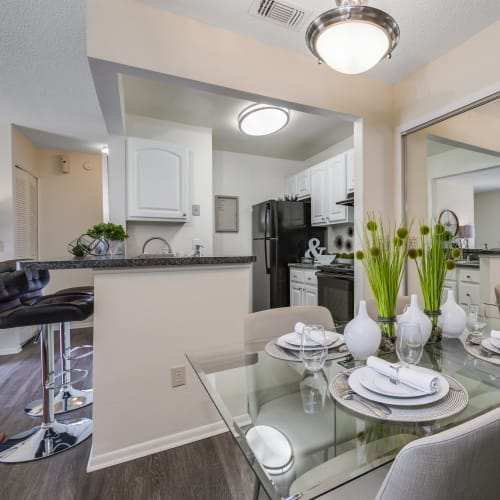 View virtual tour of 2 bedroom 2 bathroom home at The Vue at Baymeadows Apartment Homes in Jacksonville, Florida