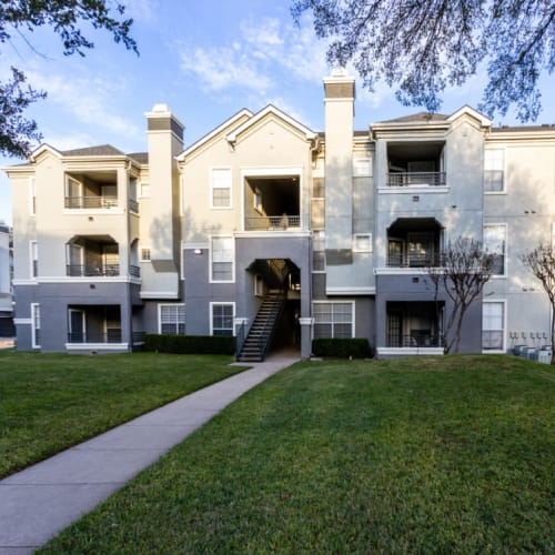 Resident referral bonus at Marquis at Stonegate in Fort Worth, Texas