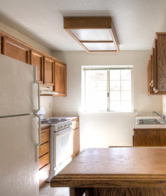 Kitchen appliances at Auburn Townhomes in Auburn, California
