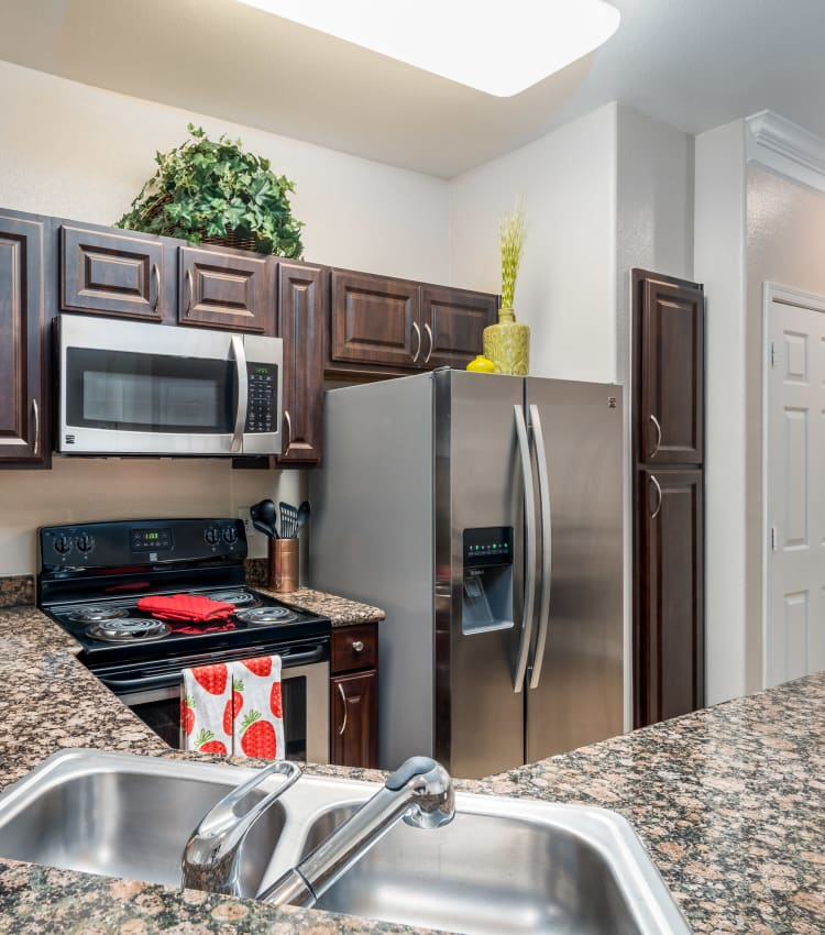 A kitchen at Villas at Parkside in Farmers Branch, Texas