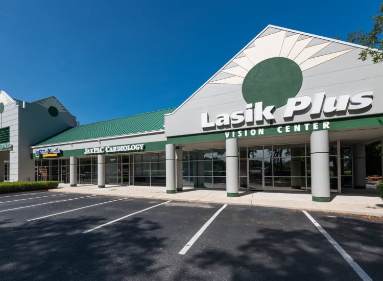 Lasik Plus and other stores of Fort Family Investments's commercial property, Perimeter Park, in Jacksonville, Florida