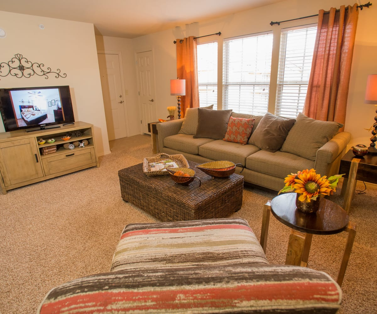 Summer Oaks Apartments: Oklahoma City, OK Apartments Near Brasswood