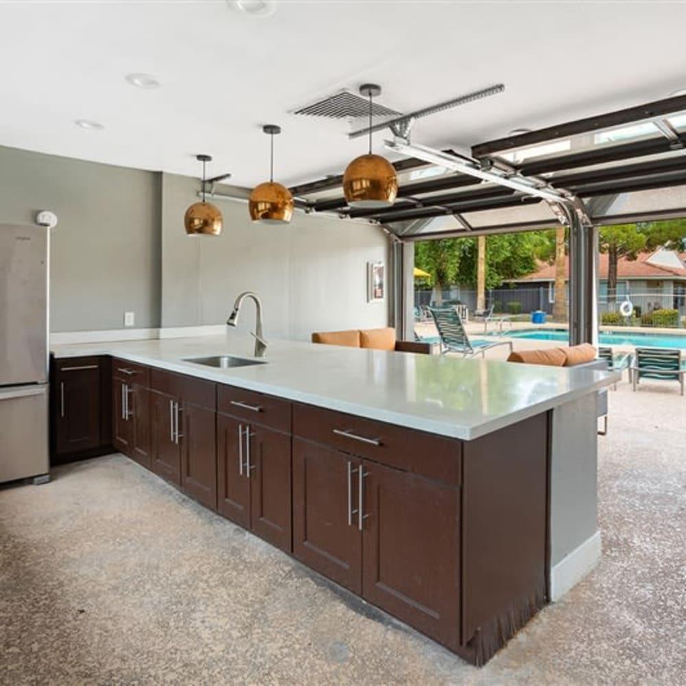 A covered poolside bar at Argenta Apartments in Mesa, Arizona