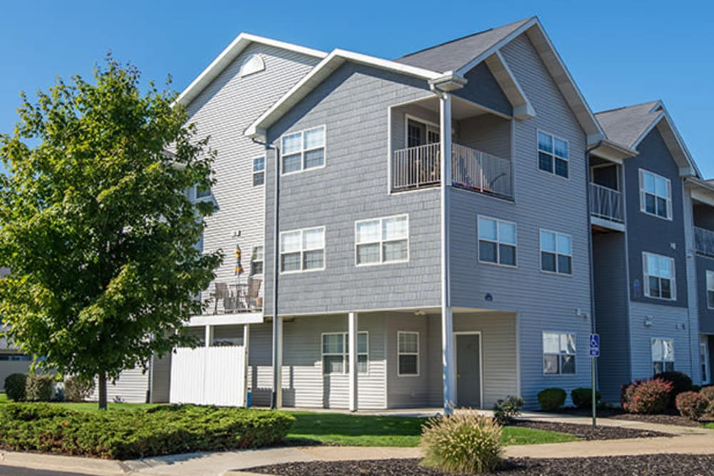 A beautiful exterior with balconies at Silver Lake Hills in Fenton, Michigan