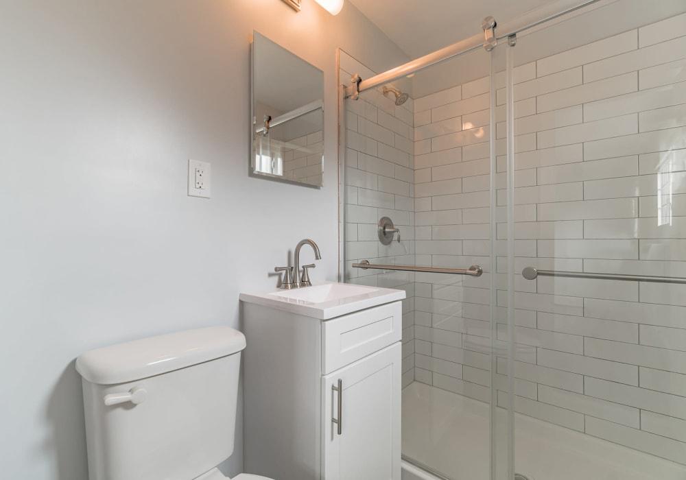 Glass door showers at Eagle Rock Apartments at Mineola