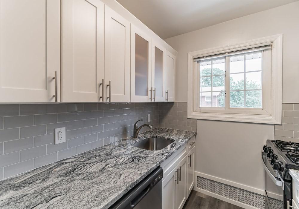 Granite kitchen countertops at Eagle Rock Apartments at Mineola