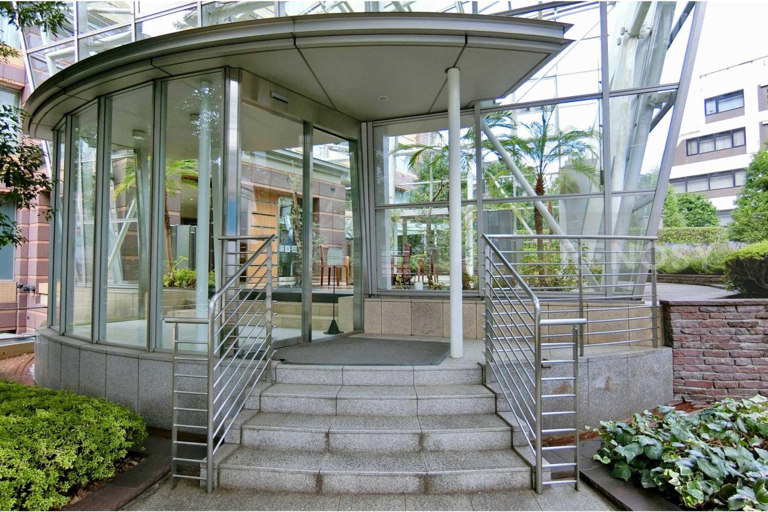青山パークタワー