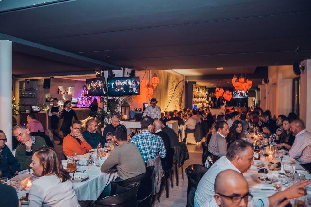 cena-empresas-valencia-menu-empresas-en-valencia-cena-espectaculo-en-vivo-valencia-mejores-restaurantes-valencia-menus-navidad-empresas-valencia