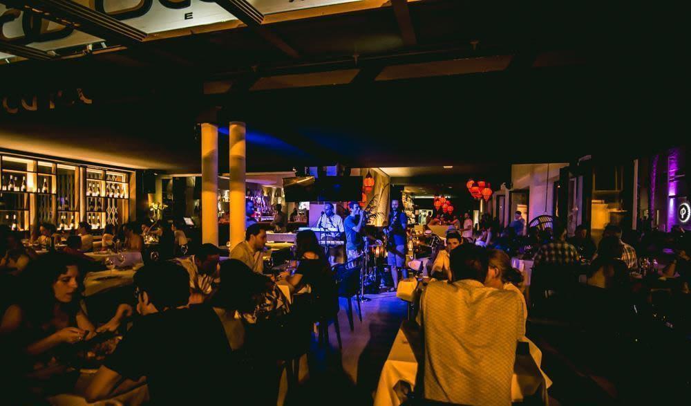 cena-y-espectaculos-en-vivo-en-valencia-gabbana-beach-concierto