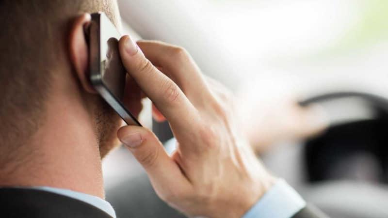 телефон слушает