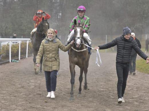 Caroline Malmborg om sina fem starthästar på hemmabanan Bro Park