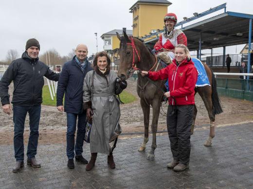 Junior om sina hästar på Övrevoll