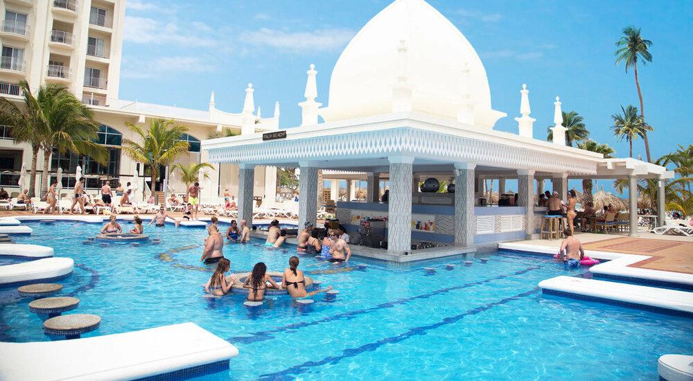 Riu Palace Aruba Pool Swim Up Bar