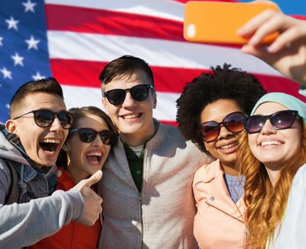 Global Secutive - Groupie with the US flag