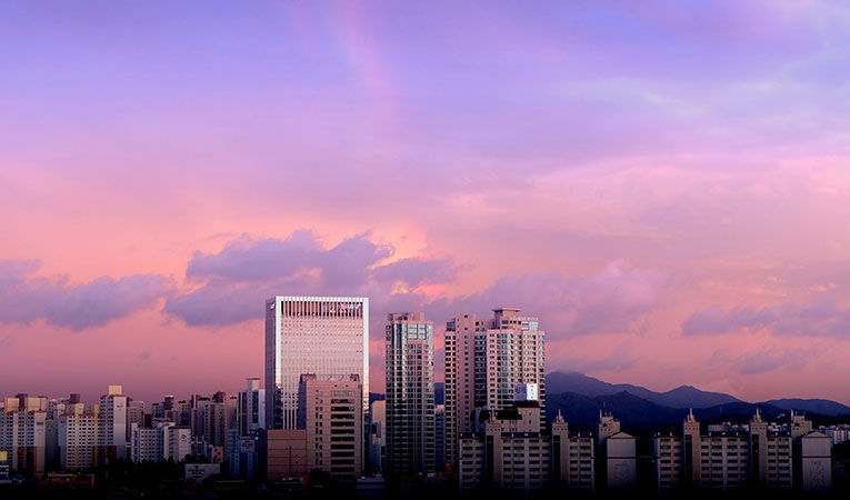 Pink skies and tall buildings in Seoul, South Korea