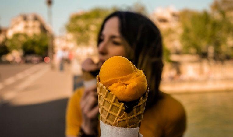 people eating gelato