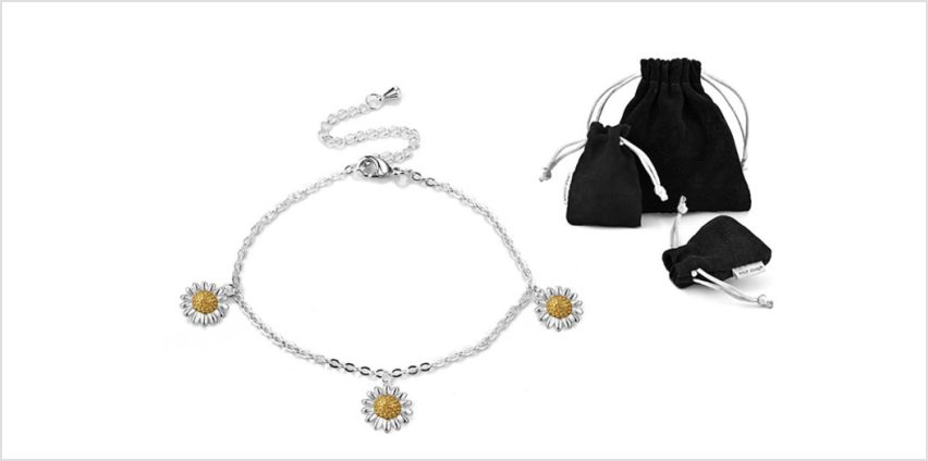 £6.99 instead of £19.99 for a Philip Jones daisy charm bracelet from Silver Supermarket Ltd - save 65% from Wowcher