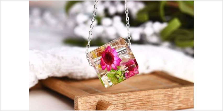 £6.99 instead of £69 (from Your Ideal Gift) for a 3D floral pendant - save 90% from Wowcher