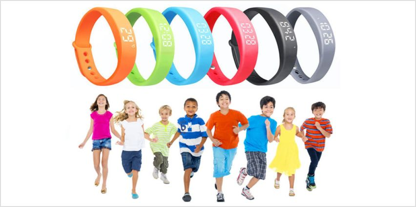 £10 instead of £34.99 for a 13-in-1 kids' smart fitness activity watch - choose from six colours from Ugoagogo - save 71% from Wowcher