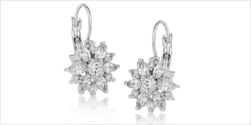 £5 instead of £49.99 for a pair of floral daisy clear crystal earrings from GameChanger Associates - save 90% from Wowcher