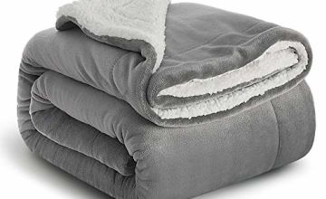 Bedsure Fuzzy Textured Reversible Sherpa Throw Blanket