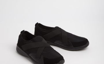 Sole Comfort Black Cross Over Strap Shoes
