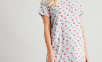 Christmas Lips & Mistletoe Print Nightdress