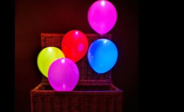 £2.99 instead of £9.99 for five LED colour balloons from London Exchain Store - save 70%