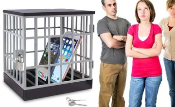 £6.99 instead of £29.99 (from London Exchain Store) for a novelty mobile phone jail cell with padlock – save 77%