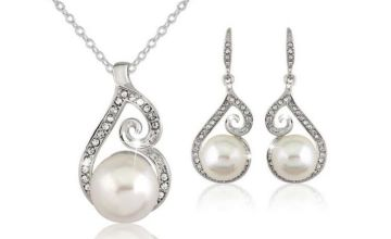 £5.99 instead of £28 (from SpeZ Z ee) for a pearl necklace and earring set – save 79%