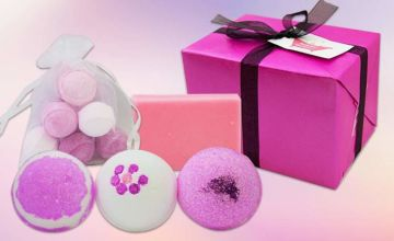 From £6.99 instead of £17 (from Bathtime Boutique) for a bath bomb and soap set - save 59%
