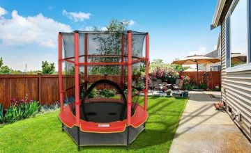£39 instead of £135 (from Direct2Public) for a 4.5ft diameter children's trampoline with safety net - save 71%