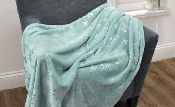 £12.99 instead of £34.99 (from Cascade Home) for a fleecy snowflake throw - save 63%