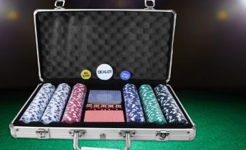 £16.99 instead of £62.64 (from Who Needs Shops) for a professional poker set and case - save 73%