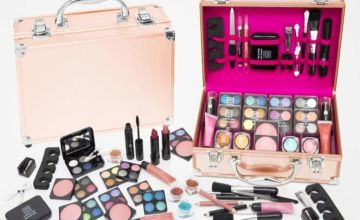 £14 instead of £26.99 (from Avant Garde) for a 54 piece Dawn Till Dusk makeup case, £17.99 for an 80 piece case - save up to 48%