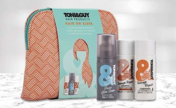 £8.99 instead of £24.99 (from Avant Garde) for one Toni&Guy Hair On Sleek wash bag gift set - save 64%