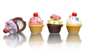 £4.99 instead of £14.99 for a set of four kiss kiss cupcake lip glosses from Ugoagogo - save 67%