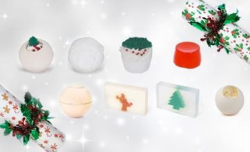 £9.99 instead of £19.99 (from Anielas) for a holly or gingerbread mystery bath bomb Christmas cracker or £17.99 for both Christmas crackers - save up to 50%