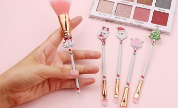 £5.99 instead of £19.99 (from YelloGoods) for a Christmas themed makeup brush set with gift bag – save 70%