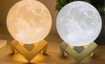 £7.99 instead of £69.99 (from Wow What Who) for an LED 3D moon lamp - save 89%
